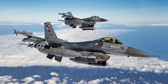 Gündüz Kartal Gece Yarasa Filoya Bağlı F-16 Block 40 Savaş Uçakları (Lantırn sistemleri takılı halde)