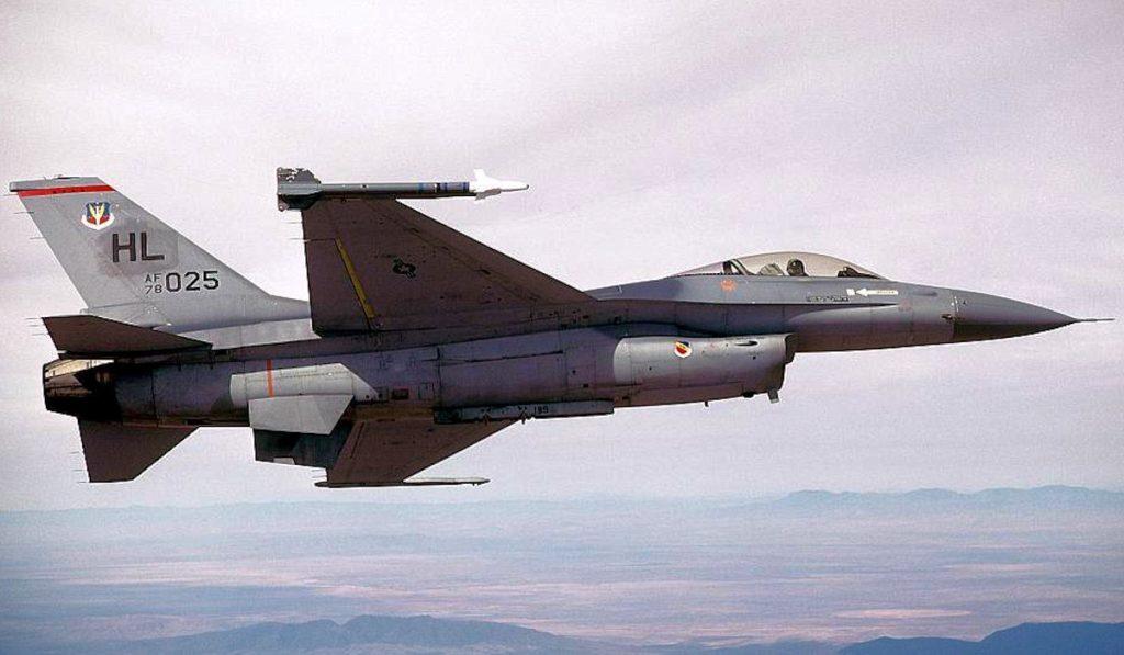 Amerikan Hava Kuvvetleri' ne bağlı bir adet F-16 Block 5