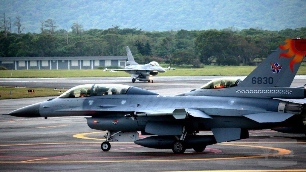 Tayvan Hava Kuvvetleri' ne bağlı F-16 Block 20 ler