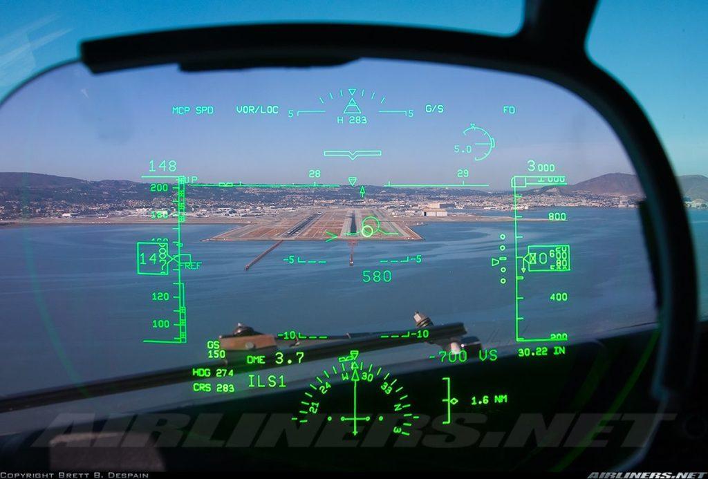 B737-800 Yolcu Uçağına Ait Head-Up Display (HUD)