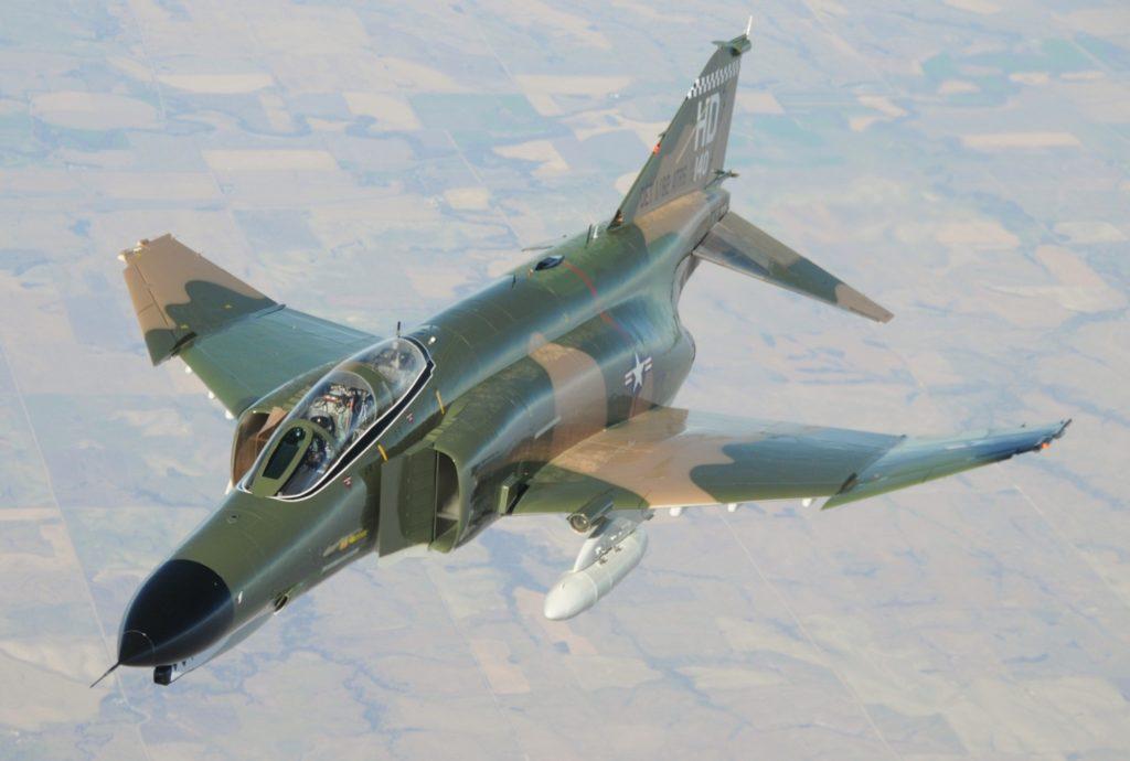 Birleşik Devletler Hava Kuvvetleri'ne bağlı Vietnam kamuflajlı F-4C Phantom II Savaş Uçağı