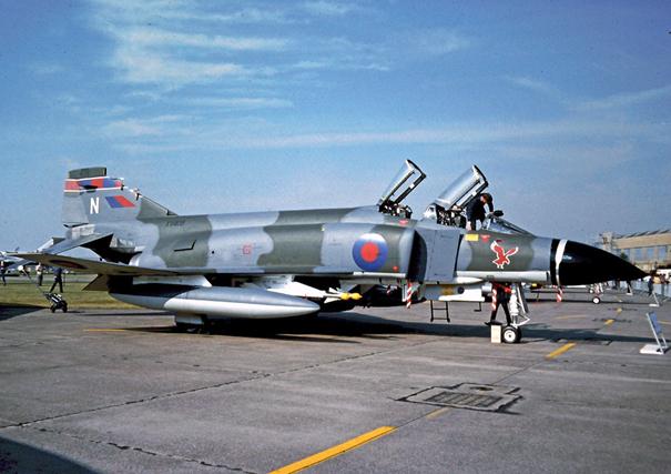 Kraliyet Hava Kuvvetleri'ne bağlı F-4M uçağı
