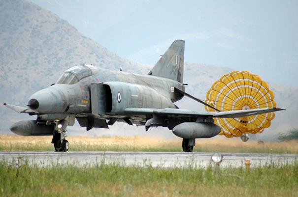 Yunan Hava Kuvvetleri'ne bağlı F-4 Phantom II Savaş Uçağı