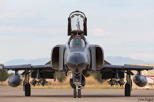 F-4E 2020 uçağımız Pave Spike hedefleme podu ve  4 adet Aselsan üretimi Lazer Güdüm Kitli (LGK) bombayla