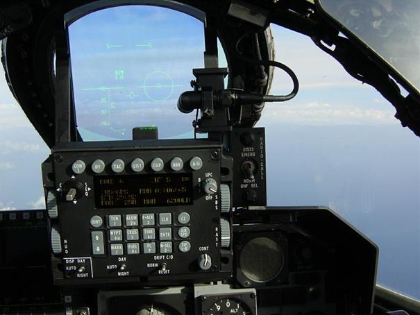 DASA firmasının önerdiği ICE modernizasyonundan geçen bir Alman F-4'ünün kokpiti
