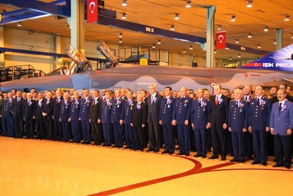 Işık Projesi'nden geçen RF-4E uçağımız yapılan törende sergileniyor