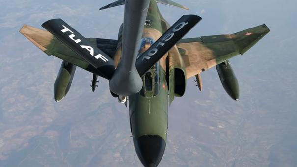 F-4E Phantom savaş uçağımız yakıt ikmali esnasında