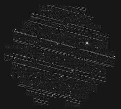 starlink uydularının oluşturduğu beyaz çizgiler