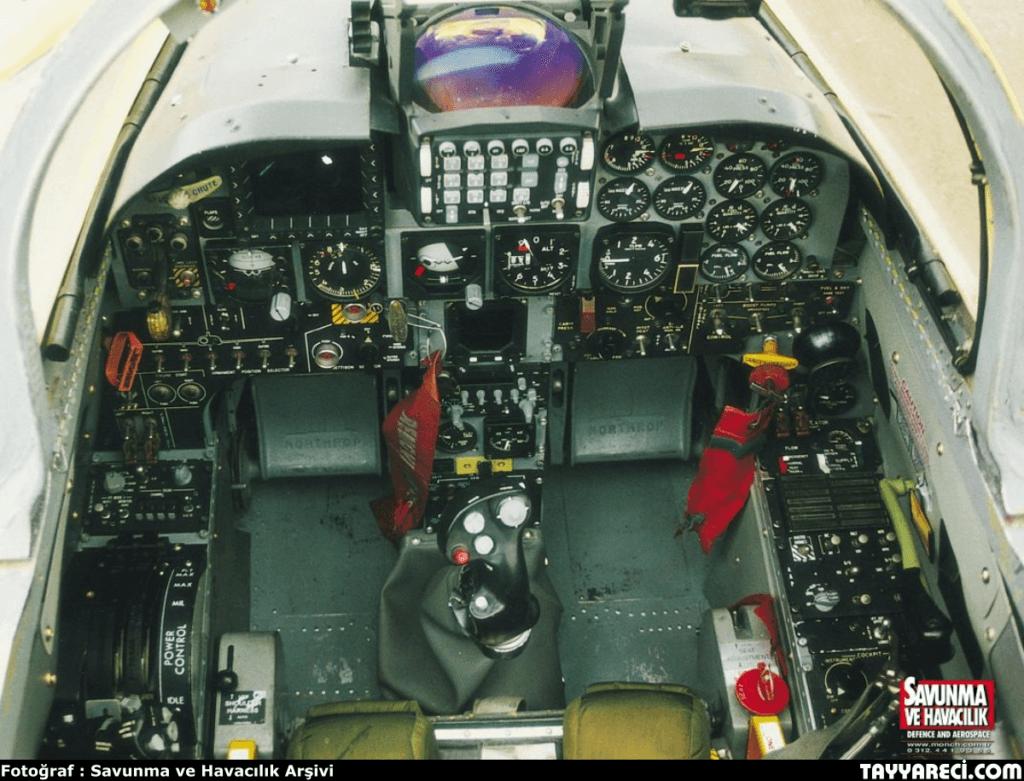 F-5 2000 Kokpiti
