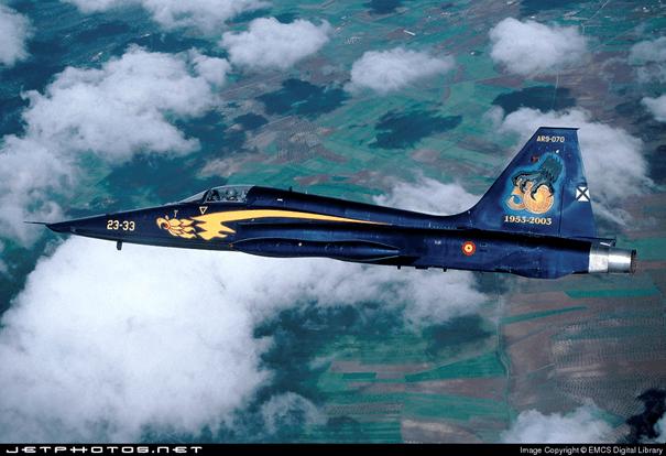 İspanya Hava Kuvvetlerine bağlı RF-5A savaş uçağı