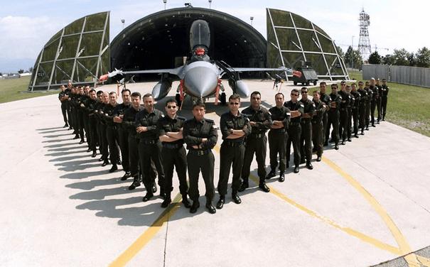 Aviano üssünde görev yapmış F-16'mız