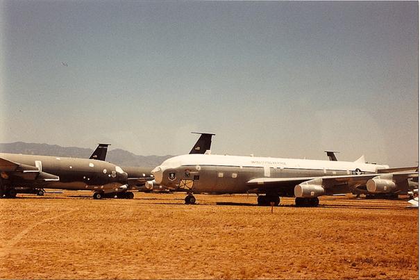 AMARC deposunda bekleyen KC-135 uçağı
