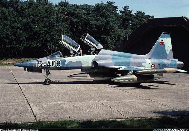 Birleşik Devletler Hava Kuvvetleri Envanterinden alınan F-5B savaş uçağı