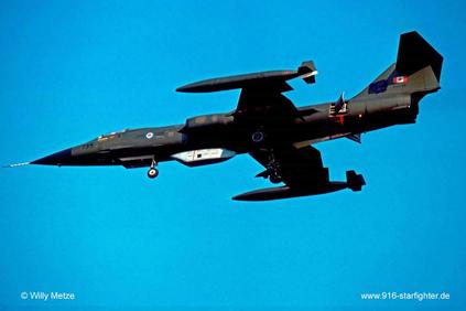 Kanada Kraliyet Hava Kuvvetleri'ne bağlı CF-104 savaş uçağı Vinten Vicon keşif poduyla