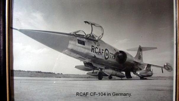 Kanada Kraliyet Hava Kuvvetleri'ne bağlı CF-104 savaş uçağı B43 taktik nükleer bombası yüklü halde Almanya'da