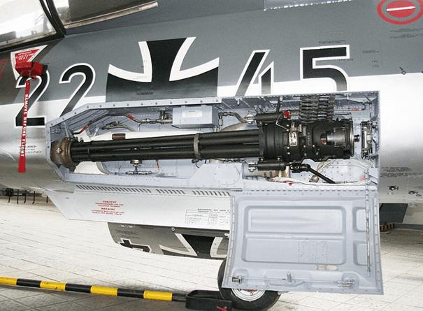 Alman Hava Kuvvetleri'ne bağlı F-104G savaş uçağının M61A1 makineli topu