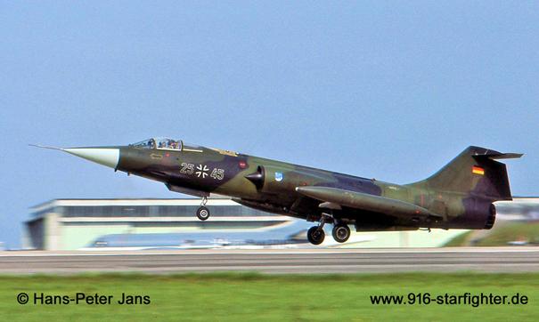 Alman Hava Kuvvetleri'ne bağlı F-104G savaş uçağı. Uçak Fokker tarafından üretilmiştir. Türk envanterinde ise önce 9. Ana jette görev yapmış, sonrasında ise 8. Ana jette görev yapmıştır.