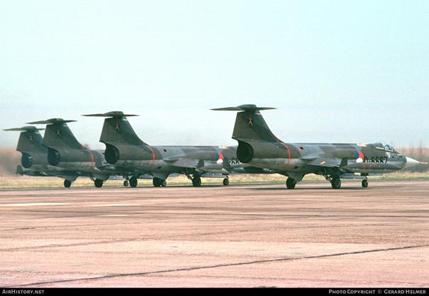 Hollanda Kraliyet Hava Kuvvetleri envanteri'ne bağlı F-104 Starfighter 'lar. 6-667 kuyruk numaralı uçak Türk Envanterine de girmiştir.