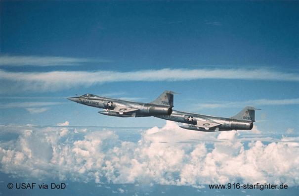 F-104C savaş uçağı Güney Vietnam üzerinde