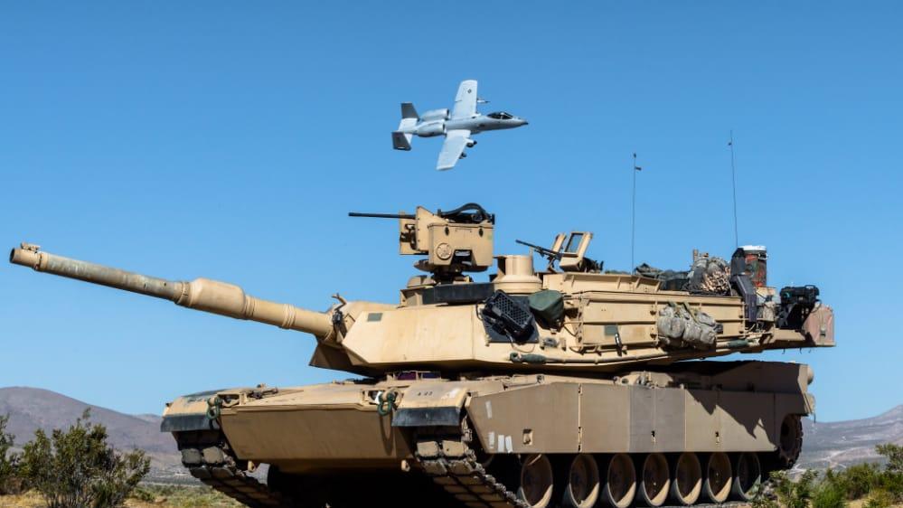 A-10 Thunderbolt II ve M1 Abrams Tankı