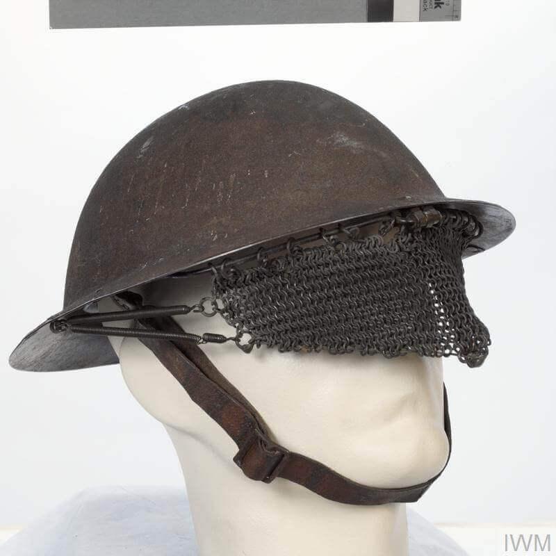 İngiliz tank mürettebatı tarafından kullanılan hasır çelikten kask