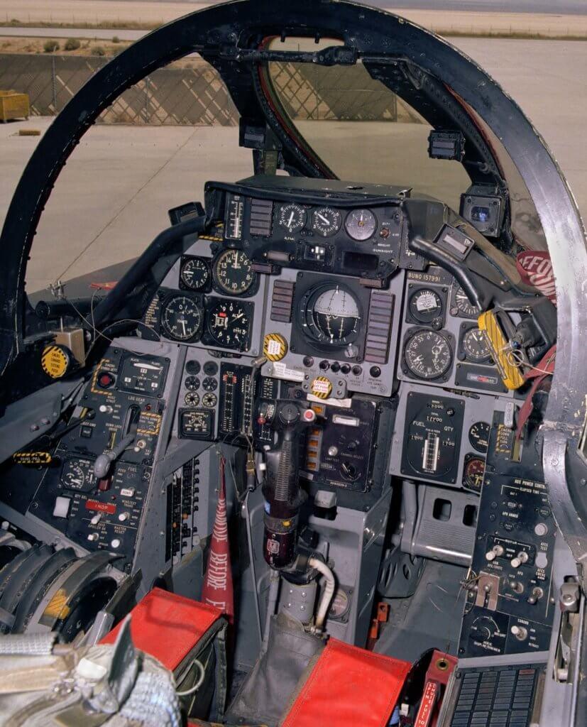 F-14A savaş uçağının ön kokpiti