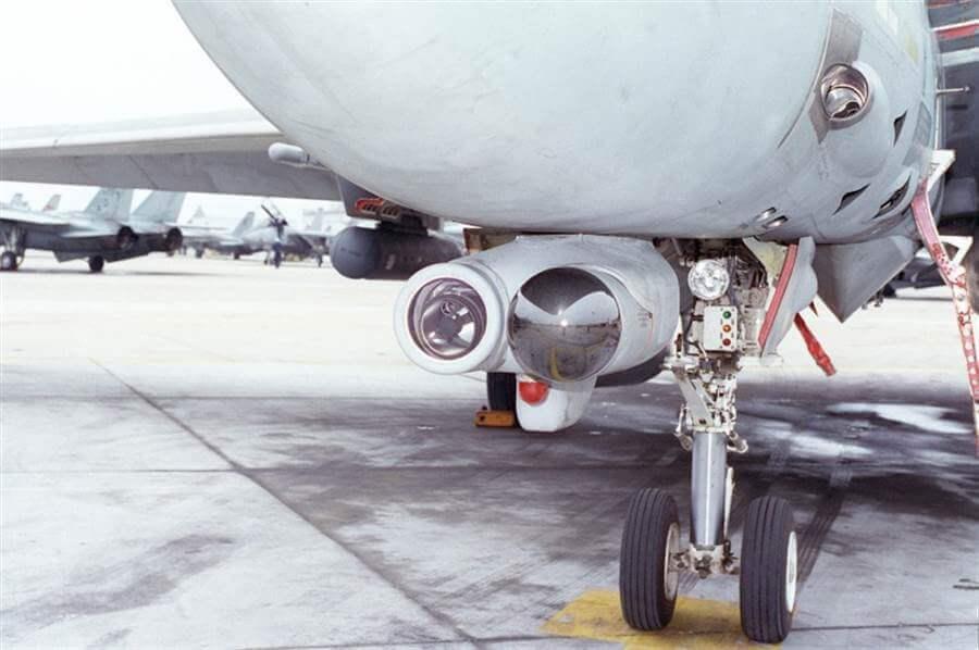 F-14 ün optik hedef takip sistemi ve IRST sistemi