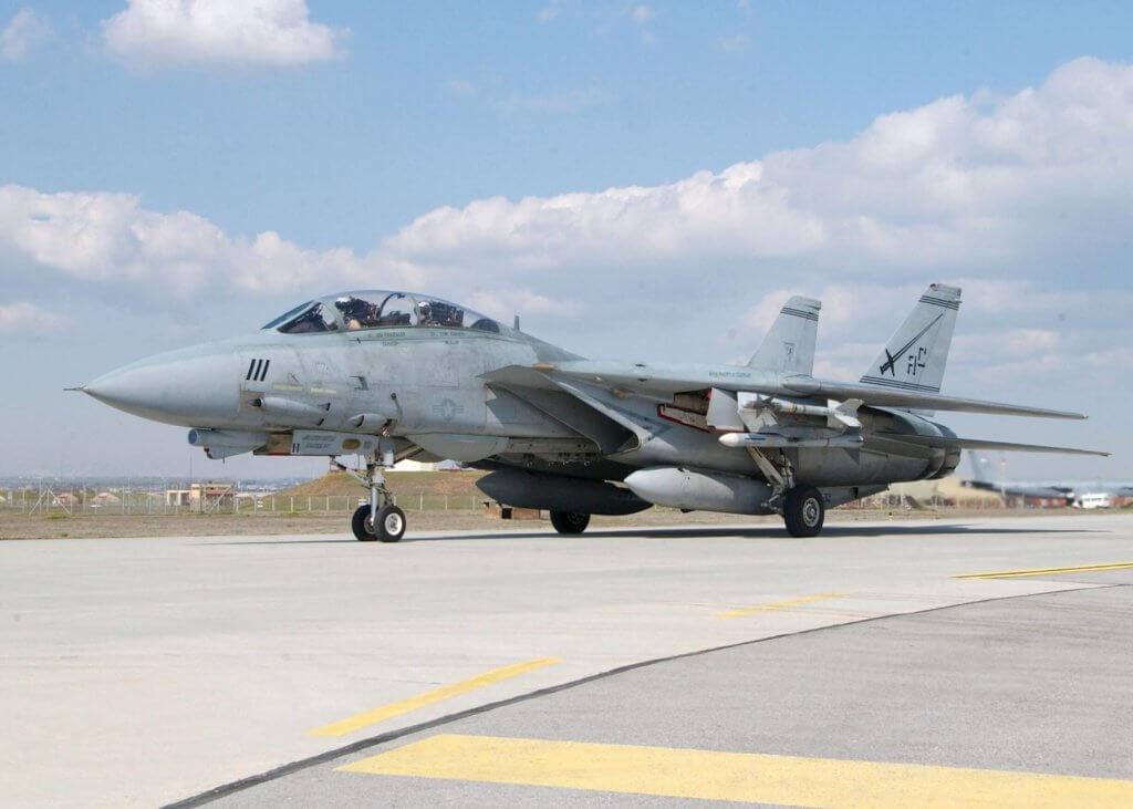 Birleşik Devletler Donanması'na bağlı F-14B İncirlikte iken