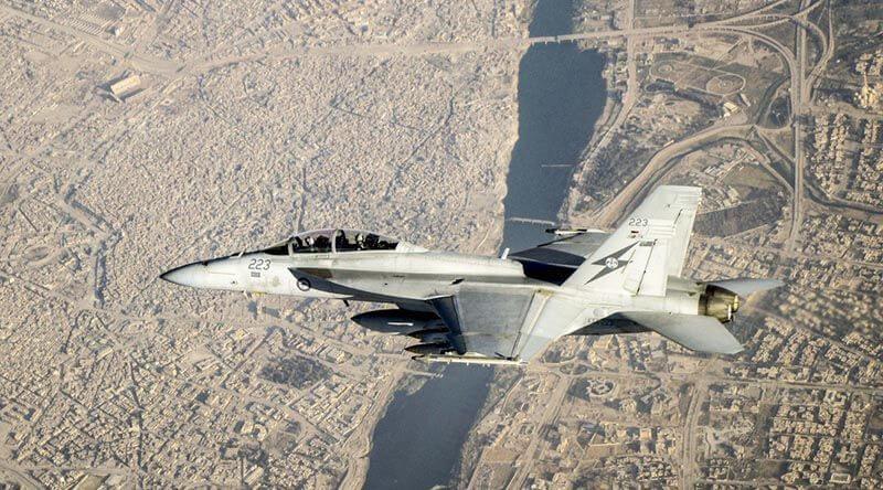 F/A-18F Super Hornet savaş uçağı Irak üzerinde
