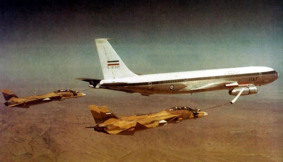 İran İmparatorluk Hava Kuvvetleri'ne bağlı F-14'ler yakıt ikmali yaparken
