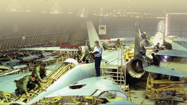 İran F-14'lerine Overhaul yapılırken