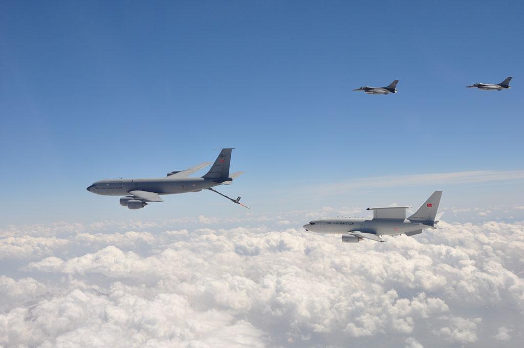 KC-135R Stratotanker, E-7T Barış Kartalı, F-16 Savaşan Şahinler kol uçuşunda